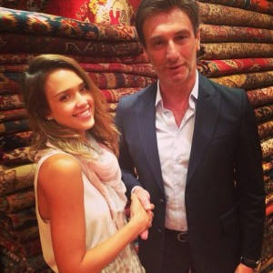 Seeing stars ! Check out the gorgeous style icon, Jessica Alba wearing our delicate & feminine Turin scarf while shopping in exotic Turkey.